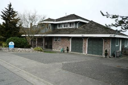 Main Photo: Executive Home, 1/2 GD Lot, & Saltwater Pool