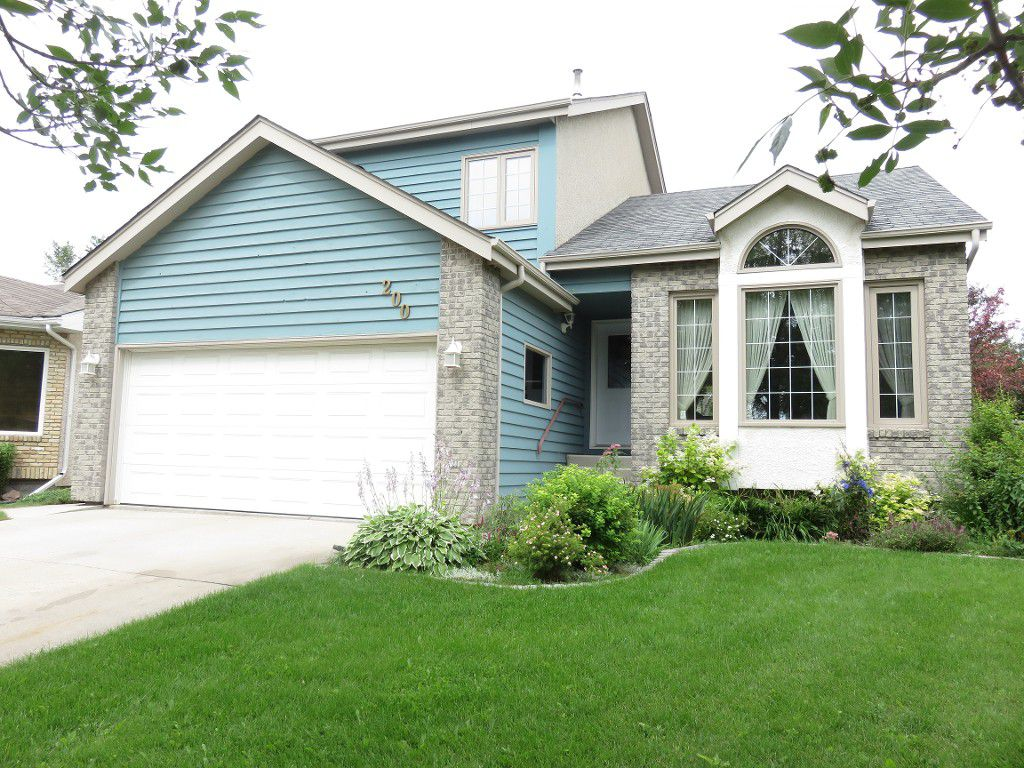 Main Photo: 200 Alberhill Crescent in Winnipeg: Single Family Detached for sale (Sun Valley Park)  : MLS®# 1620819