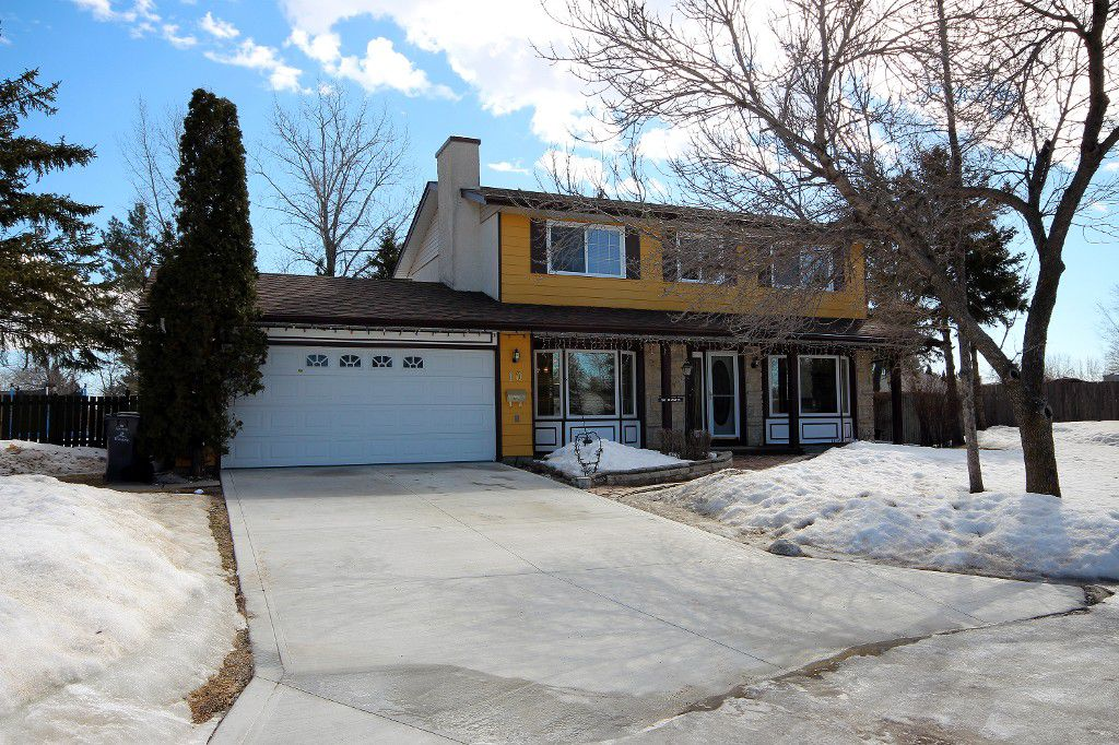 Main Photo: 10 Lake Port Place in Winnipeg: Waverley Heights Single Family Detached for sale (1L)  : MLS®# 1706115