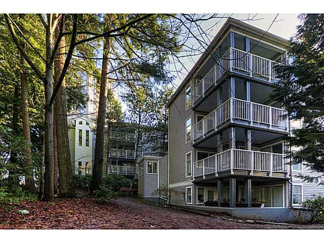 """Main Photo: 3 7345 SANDBORNE Avenue in Burnaby: South Slope Townhouse for sale in """"SANDBORNE WOODS"""" (Burnaby South)  : MLS®# V984228"""