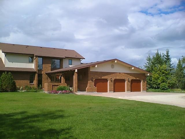 Main Photo: 561 DANKO Drive in ESTPAUL: Birdshill Area Residential for sale (North East Winnipeg)  : MLS®# 1202033