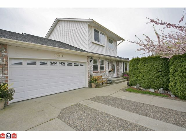 Main Photo: 33616 CHERRY Avenue in Mission: Mission BC House for sale : MLS®# F1209912