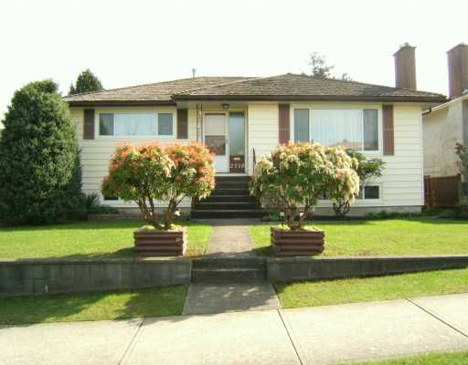 "Main Photo: 2718 E 54TH AV in Vancouver: Fraserview VE House for sale in ""FRASERVIEW"" (Vancouver East)  : MLS®# V586011"