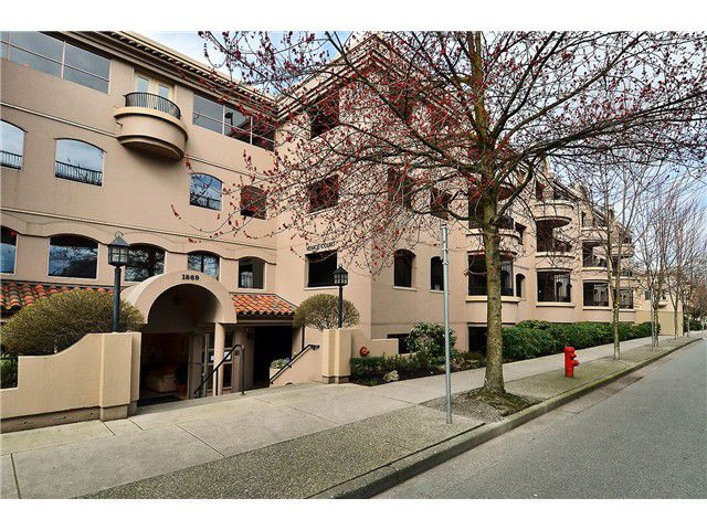 Main Photo: 316 1869 Spyglass Place in Vancouver: False Creek Condo for sale (Vancouver West)  : MLS®# V997115