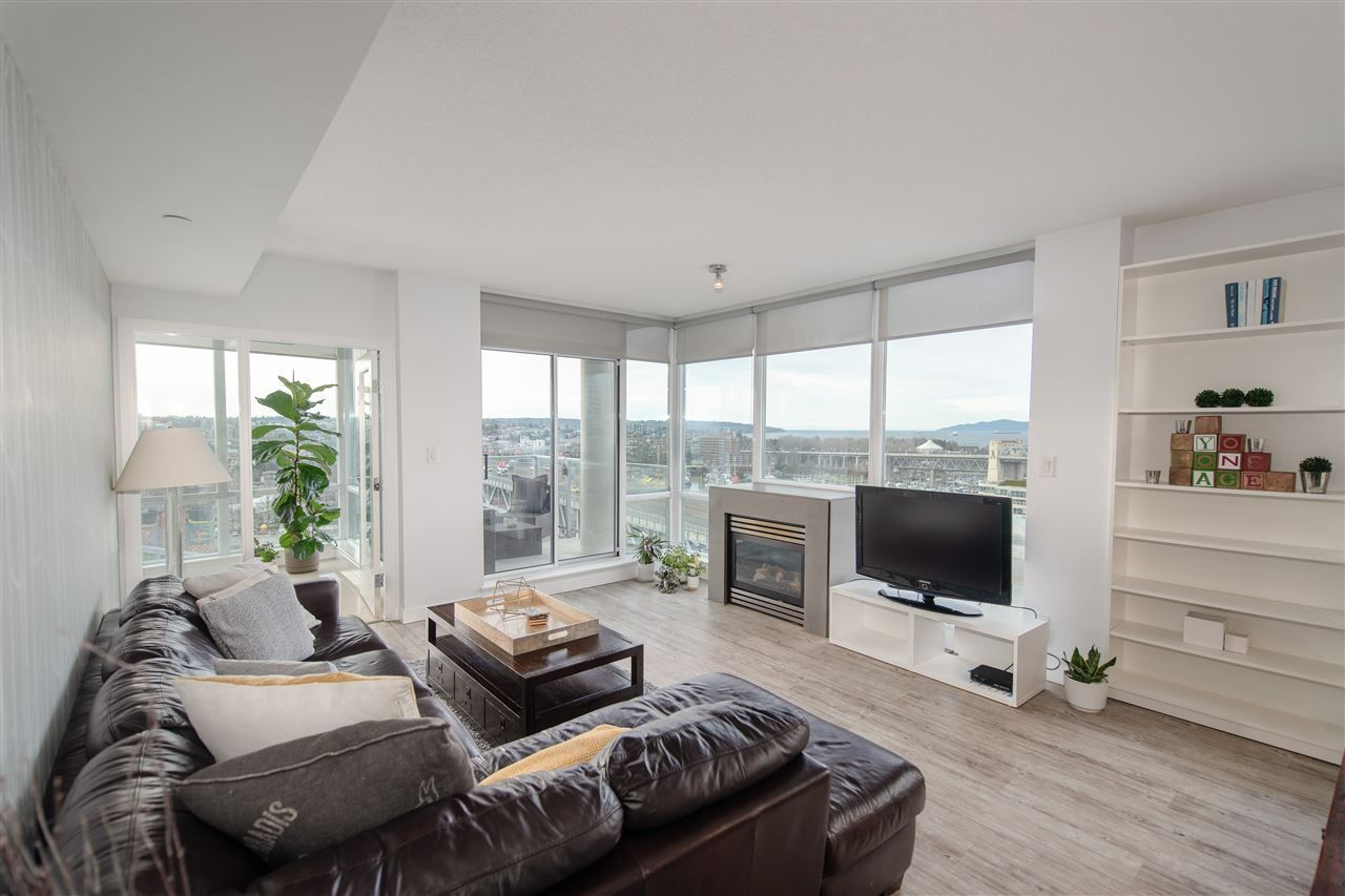 Main Photo: 1903 638 BEACH CRESCENT in Vancouver: Yaletown Condo for sale (Vancouver West)  : MLS®# R2339552