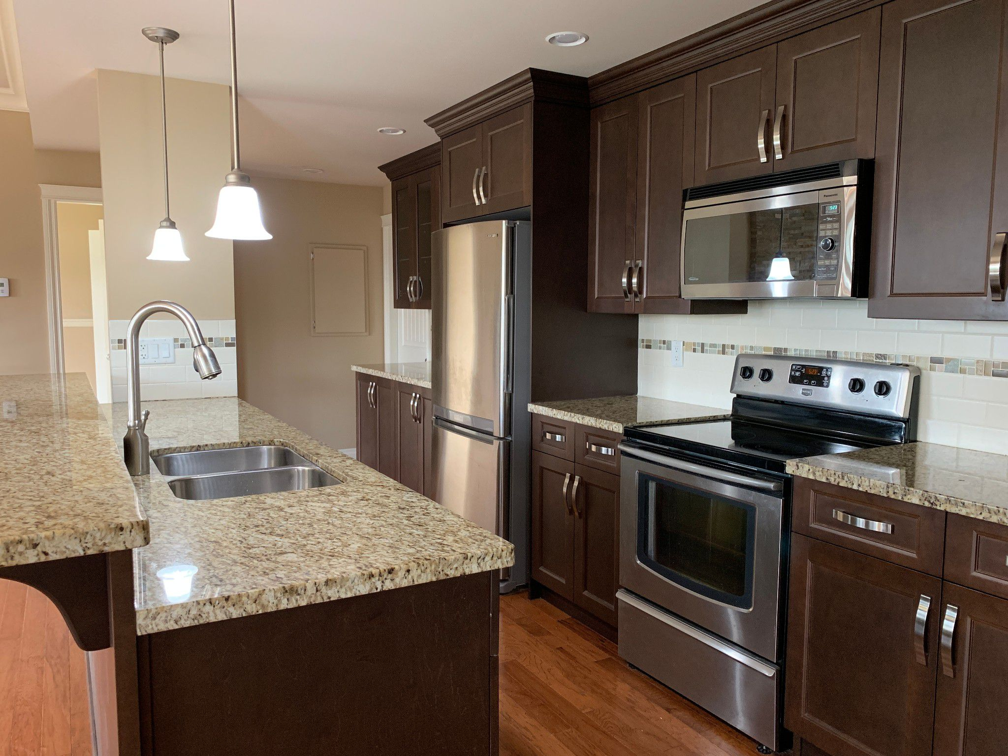 Main Photo: BSMT 3975 Caves Court in Abbotsford: Abbotsford East Condo for rent