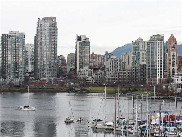 """Main Photo: 623 666 LEG IN BOOT Square in Vancouver: False Creek Condo for sale in """"LEG IN BOOT SQUARE"""" (Vancouver West)  : MLS®# V929405"""