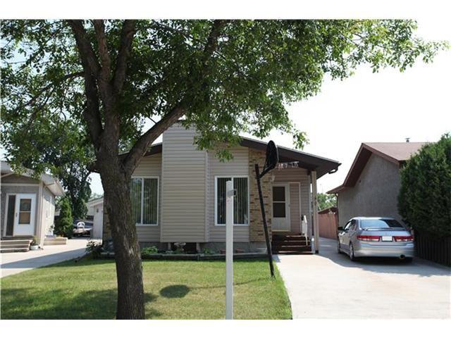 Main Photo: 99 Petriw Bay in WINNIPEG: Maples / Tyndall Park Residential for sale (North West Winnipeg)  : MLS®# 1213831