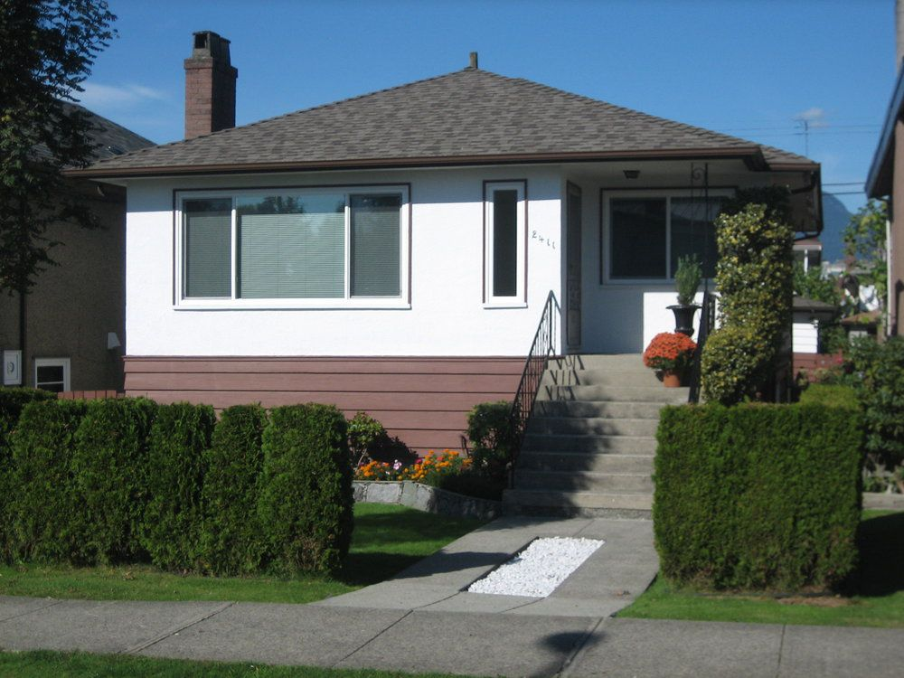 Main Photo: 2411 Adanac St in Vancouver: Home for sale : MLS®# V857241