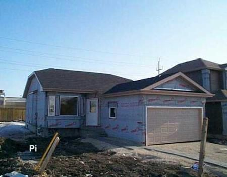 Main Photo: 559 SWAILES AVE.: Residential for sale (Garden City)  : MLS®# 2803560