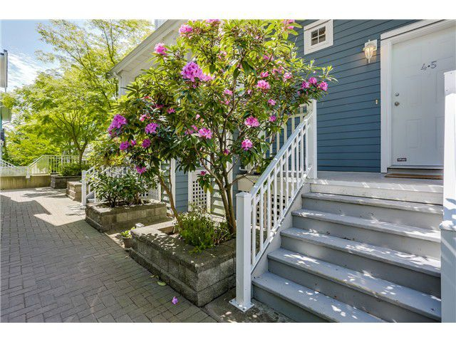Main Photo: 45 123 Seventh Street in New Westminster: Uptown NW Townhouse for sale : MLS®# V1124444