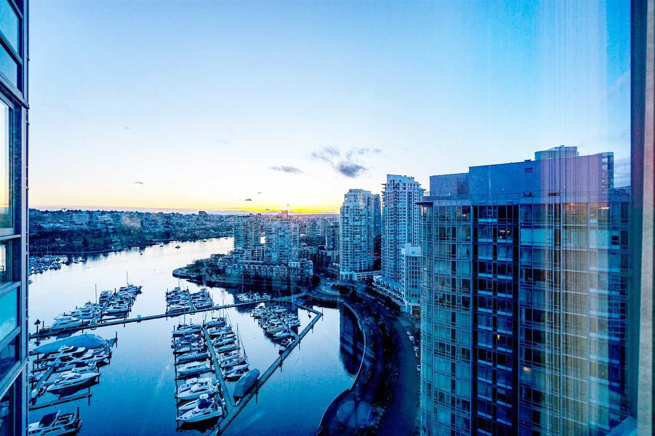 Main Photo: 2808 1033 MARINASIDE CRESCENT in Vancouver: Yaletown Condo for sale (Vancouver West)  : MLS®# R2238067