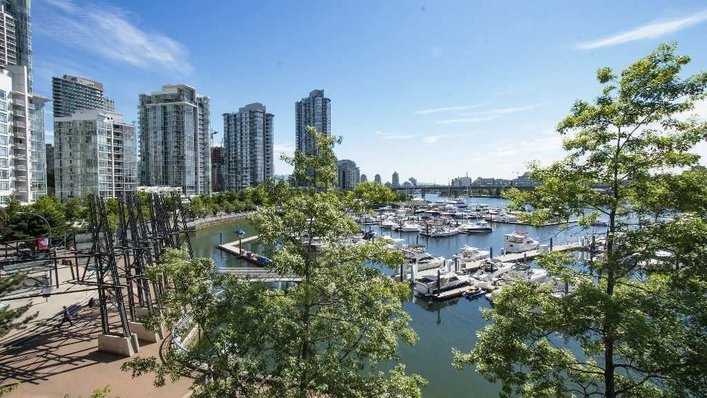 Main Photo: 310 1228 MARINASIDE CRESCENT in Vancouver: Yaletown Condo for sale (Vancouver West)  : MLS®# R2342063