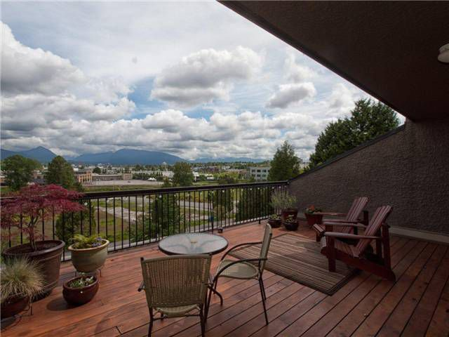 Main Photo: 720 774 GREAT NORTHERN Way in Vancouver: Mount Pleasant VE Condo for sale (Vancouver East)  : MLS®# V952390