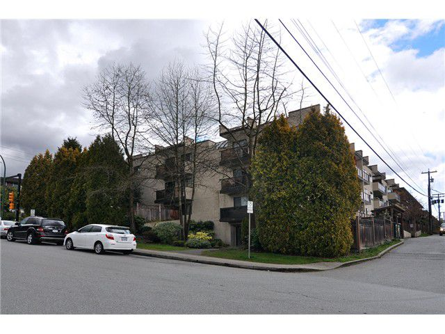 Main Photo: 104 240 Mahon Ave in North Vancouver: Lower Lonsdale Condo for sale : MLS®# V1056951