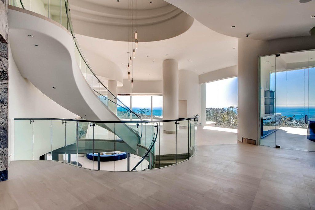 Main Photo: Residential for sale : 5 bedrooms :  in La Jolla