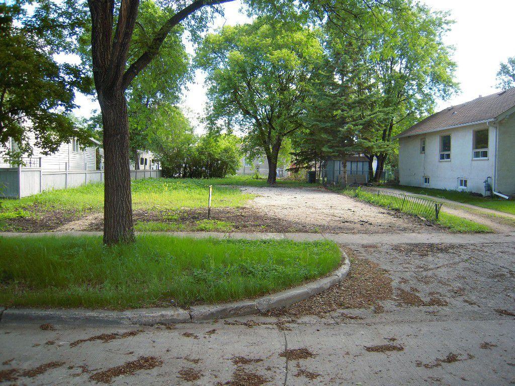 Main Photo: 249 Melbourne Avenue in Winnipeg: East Kildonan Residential for sale (North East Winnipeg)  : MLS®# 1516346