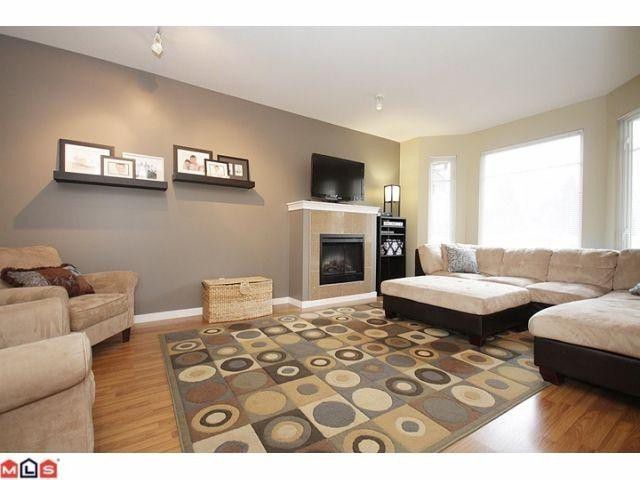 """Main Photo: 25 6575 192ND Street in Surrey: Clayton Townhouse for sale in """"IXIA"""" (Cloverdale)  : MLS®# F1206687"""
