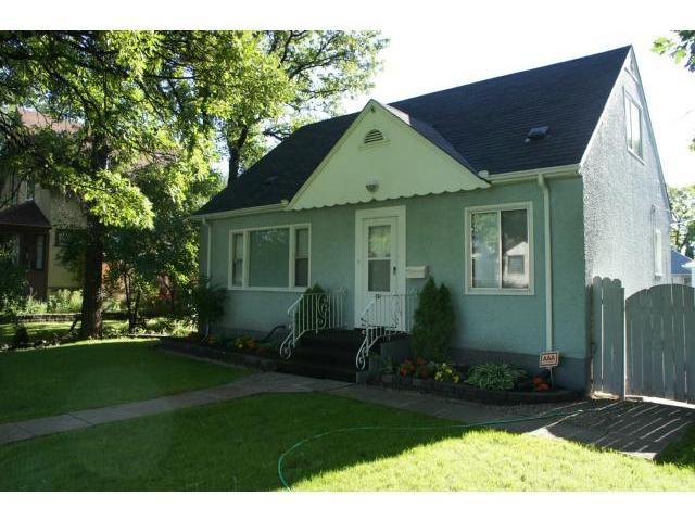 Main Photo: 386 Centennial Street in WINNIPEG: River Heights / Tuxedo / Linden Woods Residential for sale (South Winnipeg)  : MLS®# 1316943