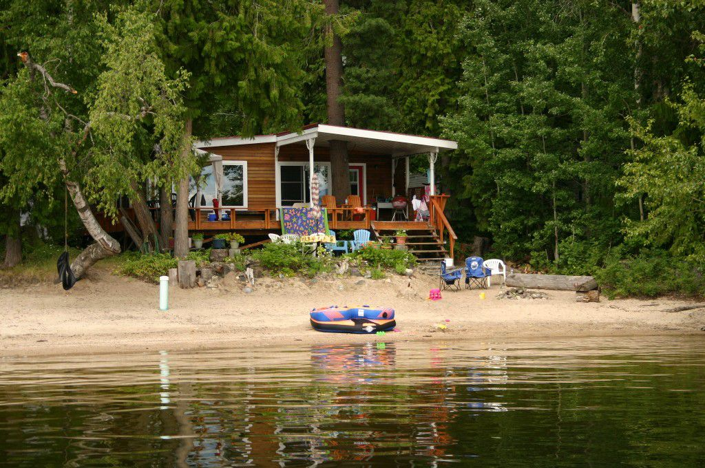Main Photo: 5224 Northwest Pierre's Point Road in Salmon Arm: Waterfront House for sale : MLS®# 10087972
