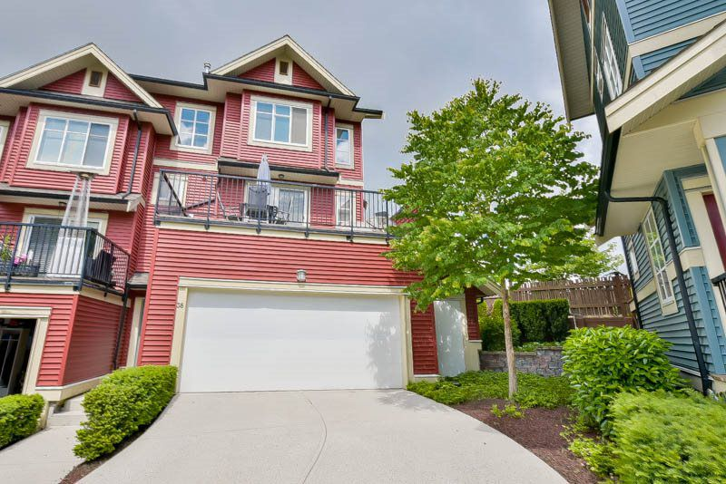 Main Photo: 38 6635 192 STREET in Surrey: Clayton Townhouse for sale (Cloverdale)  : MLS®# R2074521