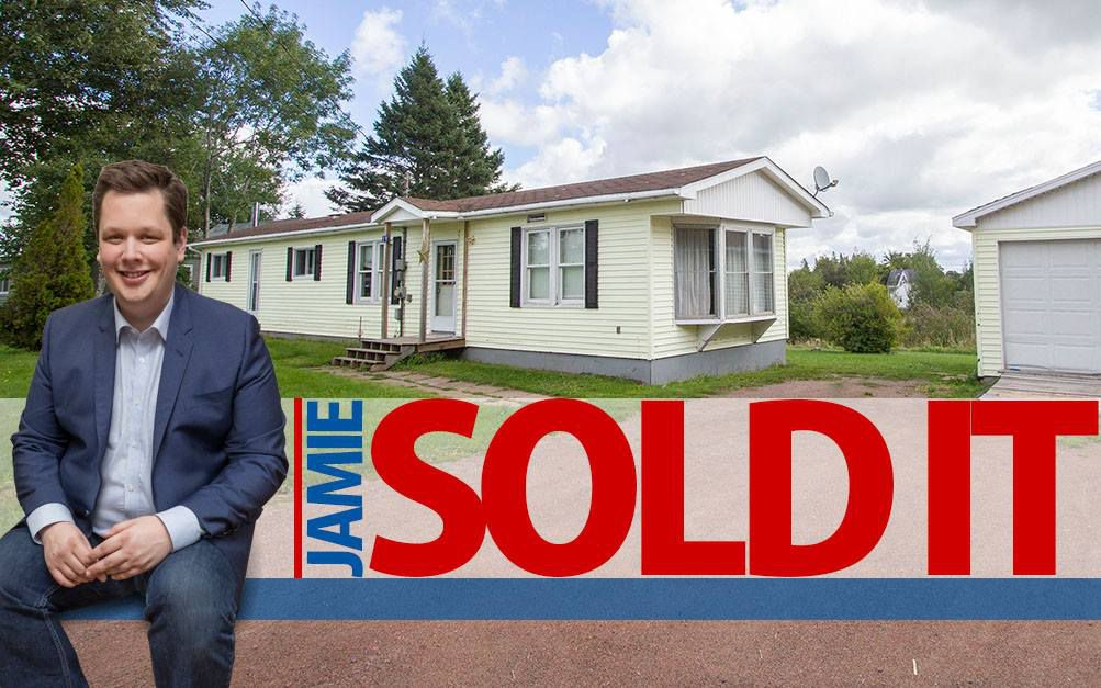 Main Photo: 19 Coronation Avenue: Sackville House for sale : MLS®# M107267