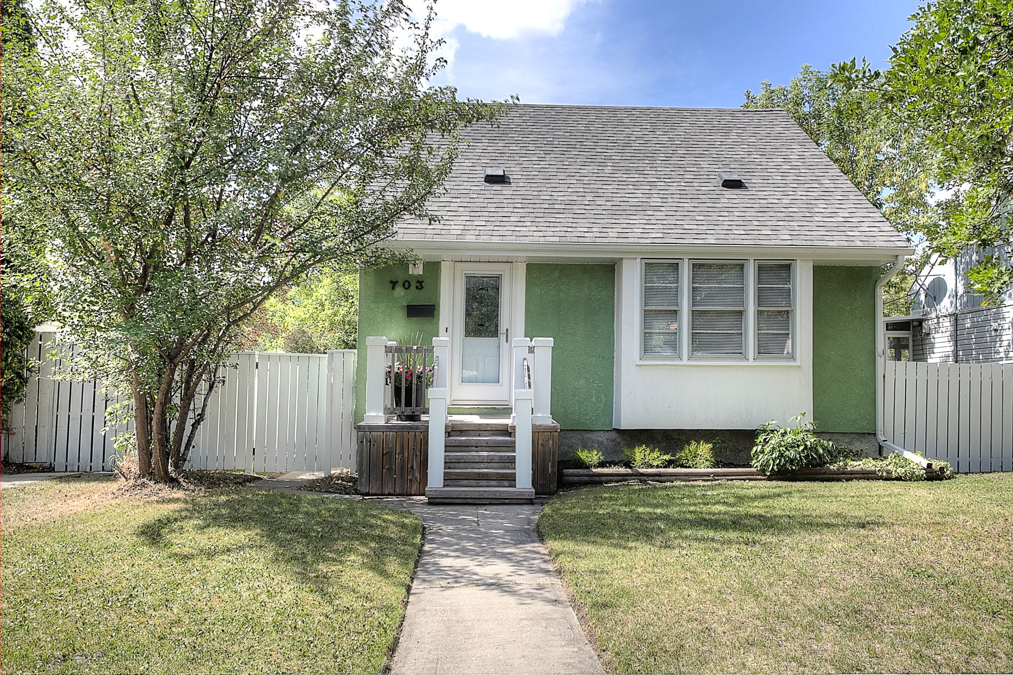 Main Photo: 703 Cambridge Avenue in Winnipeg: River Heights Single Family Detached for sale (1D)  : MLS®# 1823144