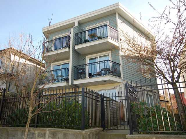 Main Photo: 2038 TRIUMPH ST in Vancouver: Hastings Condo for sale (Vancouver East)  : MLS®# V1036651