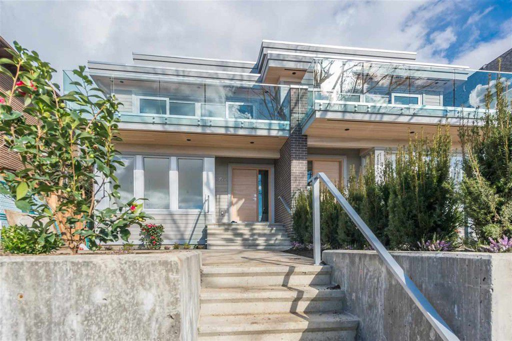 Main Photo: 350 E 5th Street in North Vancouver: Lower Lonsdale House 1/2 Duplex for sale