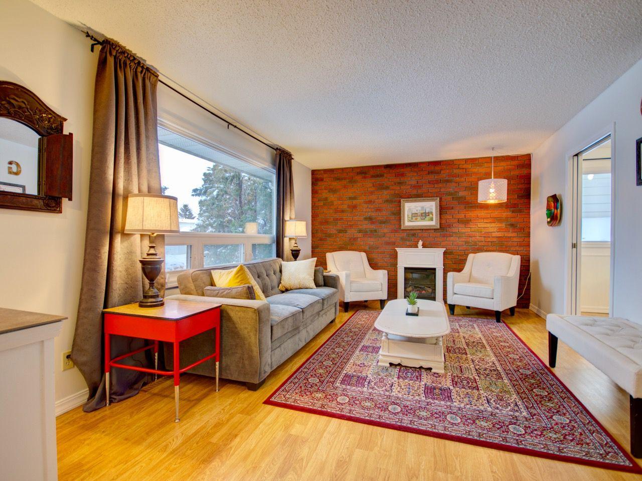 Main Photo: 6811 40 AV NW in Edmonton: Zone 29 House for sale : MLS®# E4143575
