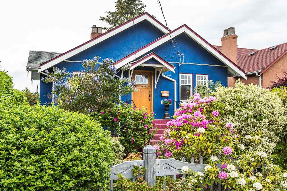 Main Photo: 211 Sixth Avenue in New Westminster: GlenBrooke North House for sale