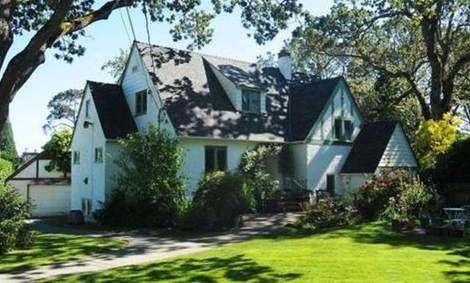 Main Photo: 3415 Cadboro Bay Road in Victoria: Oak Bay House for sale : MLS®# 342276