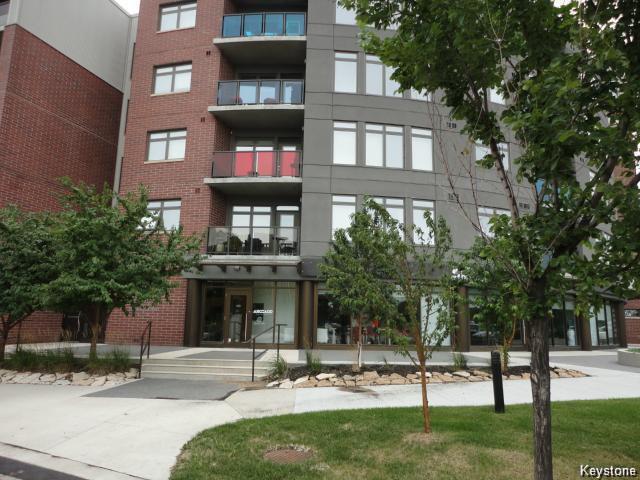 Main Photo: 115 340 Waterfront Drive in Winnipeg: Central Winnipeg Townhouse for sale : MLS®# 1504942