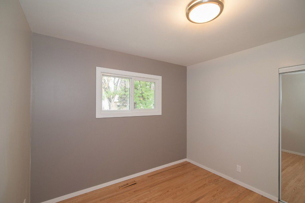 Photo 13: Photos: 857 Borebank Street in Winnipeg: Single Family Detached for sale : MLS®# 1424441