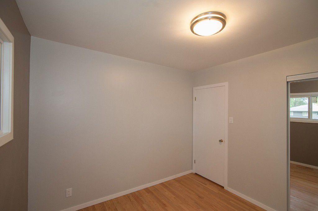 Photo 15: Photos: 857 Borebank Street in Winnipeg: Single Family Detached for sale : MLS®# 1424441
