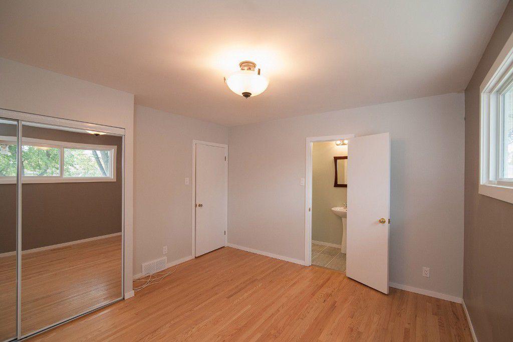 Photo 11: Photos: 857 Borebank Street in Winnipeg: Single Family Detached for sale : MLS®# 1424441