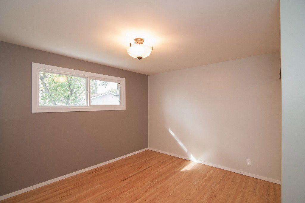 Photo 10: Photos: 857 Borebank Street in Winnipeg: Single Family Detached for sale : MLS®# 1424441