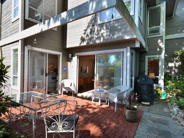 """Main Photo: 3439 LYNMOOR Place in Vancouver: Champlain Heights Townhouse for sale in """"MOORPARK"""" (Vancouver East)  : MLS®# V949303"""