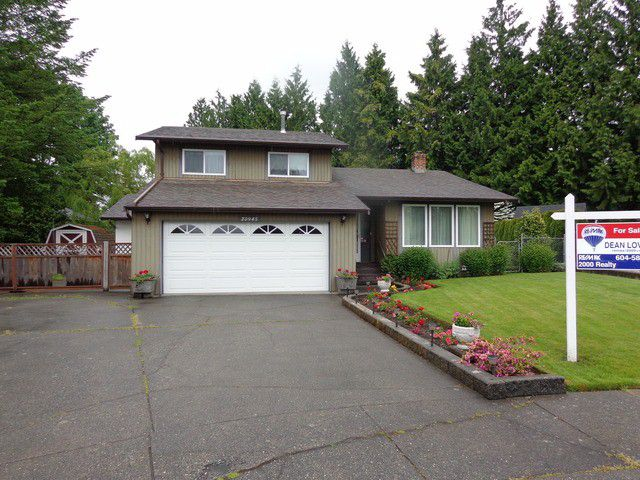 "Main Photo: 20945 50A AV in Langley: Langley City House for sale in ""NEWLANDS"" : MLS®# F1312585"
