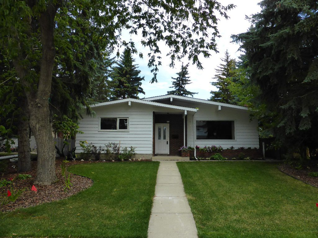 Main Photo: 12324 56 Avenue: House for sale