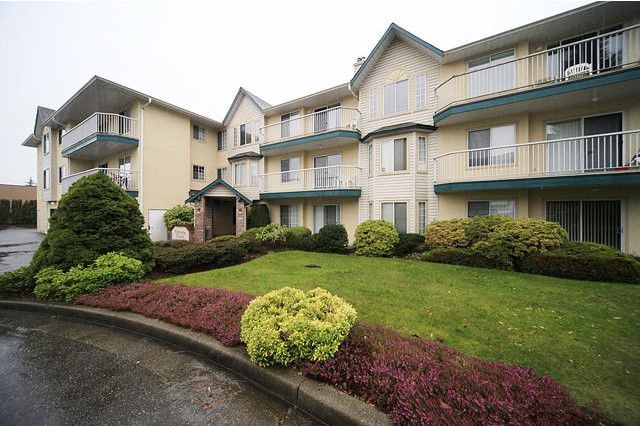 Main Photo: #302 2567 Victoria St. in Abbotsford: Abbotsford West Condo for rent