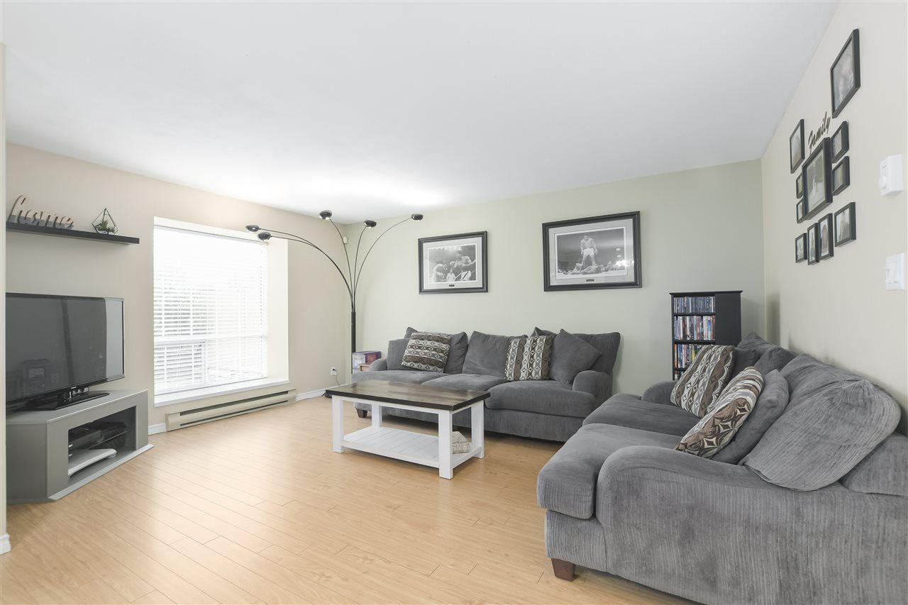 Main Photo: 3 20625 118 AVENUE in Maple Ridge: Southwest Maple Ridge Townhouse for sale : MLS®# R2347901