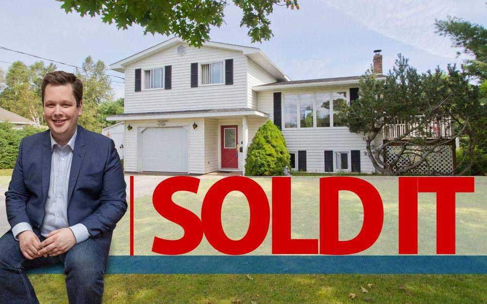 Main Photo: 2 Smith Lane: Sackville House for sale : MLS®# M106840