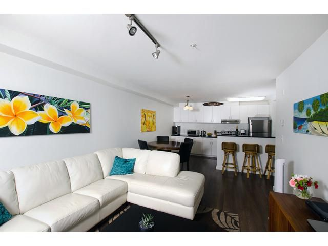 """Main Photo: 301 1033 ST GEORGES Avenue in North Vancouver: Central Lonsdale Condo for sale in """"VILLA ST. GEORGES"""" : MLS®# V974869"""