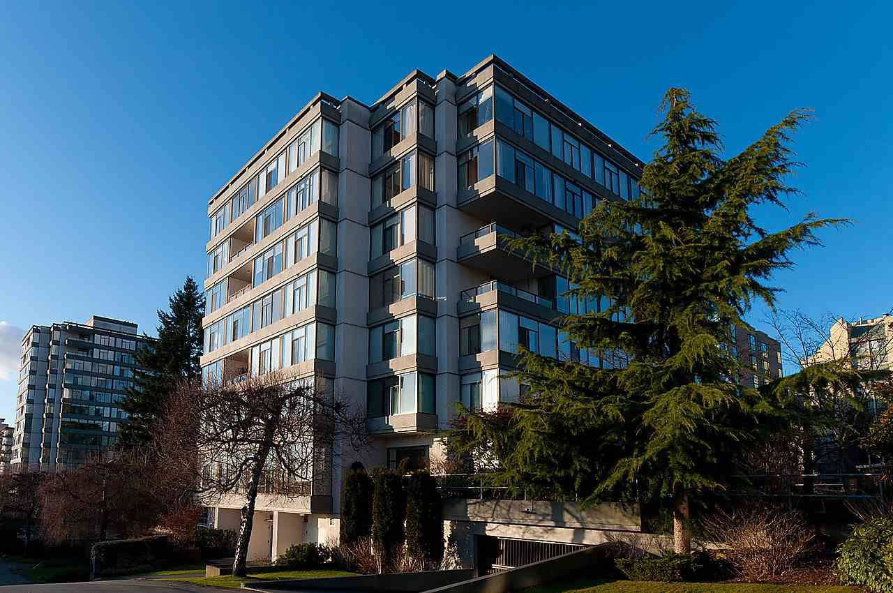 Main Photo: 304 1420 DUCHESS AVENUE in West Vancouver: Ambleside Condo for sale : MLS®# R2025787