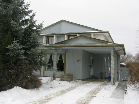 Main Photo: Spacious 3 Br Side by Side