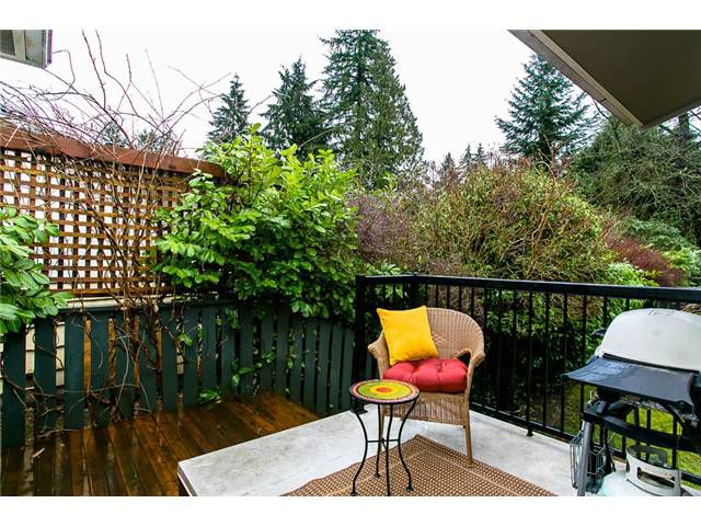 Photo 2: Photos: 547 W 24TH Street in North Vancouver: Hamilton House for sale : MLS®# V995258