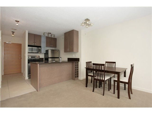 """Main Photo: 1608 909 MAINLAND Street in Vancouver: Yaletown Condo for sale in """"YALETOWN PARK"""" (Vancouver West)  : MLS®# V997068"""