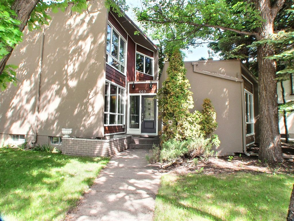 Main Photo: 669 Cambridge Street in : River Heights / Tuxedo / Linden Woods Residential for sale (South Winnipeg)  : MLS®# 1414053