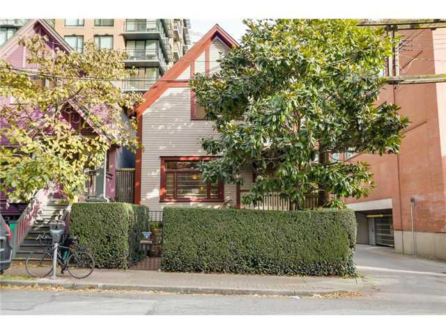 Main Photo: 431 HELMCKEN ST in Vancouver: Yaletown House for sale (Vancouver West)  : MLS®# V1094062